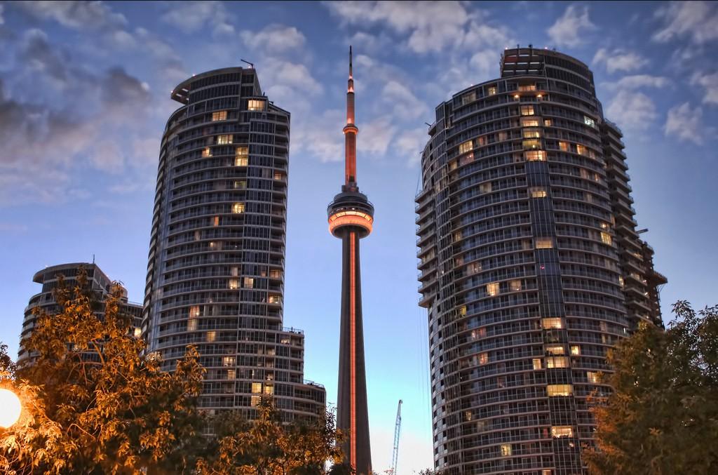 Toronto's CN Tower | © Umair Khan / Flickr Toronto's CN Tower | © Umair Khan / Flickr