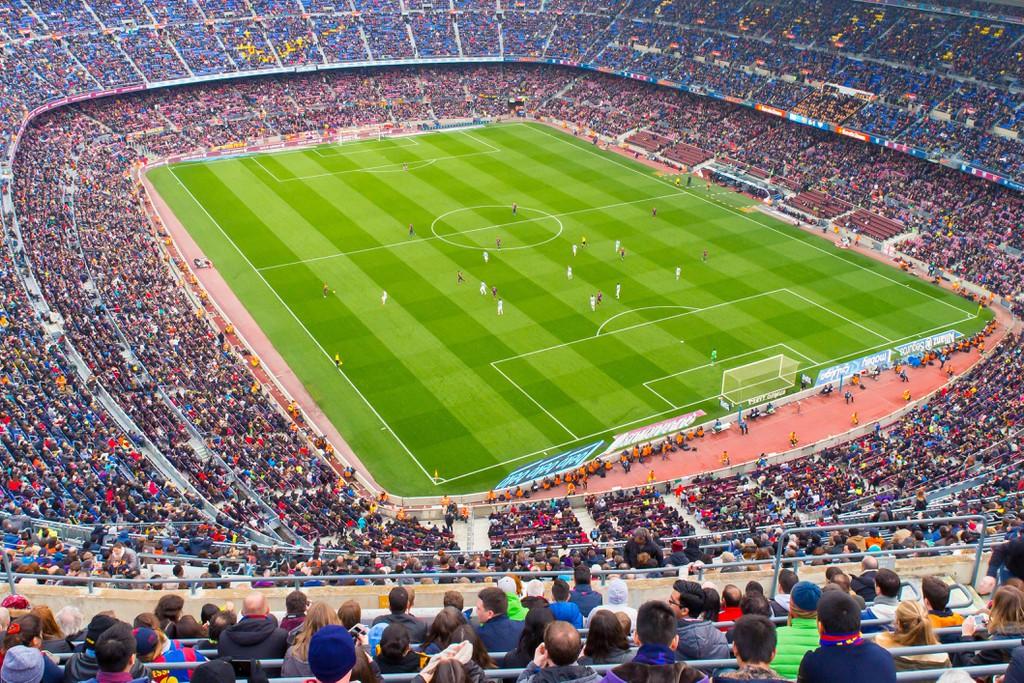BARCELONA - 21 DE FEVEREIRO: Uma visão geral do Estádio Camp Nou na partida de futebol entre o Futbol Club Barcelona e Málaga.