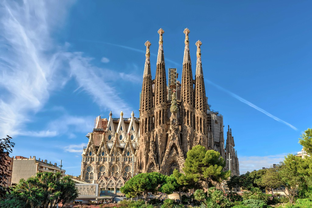 Barcelona, Espanha - 24 de setembro de 2015: Catedral do La Sagrada Familia.  Foi projetado pelo arquiteto Antonio Gaudi e está sendo construído desde 1882.