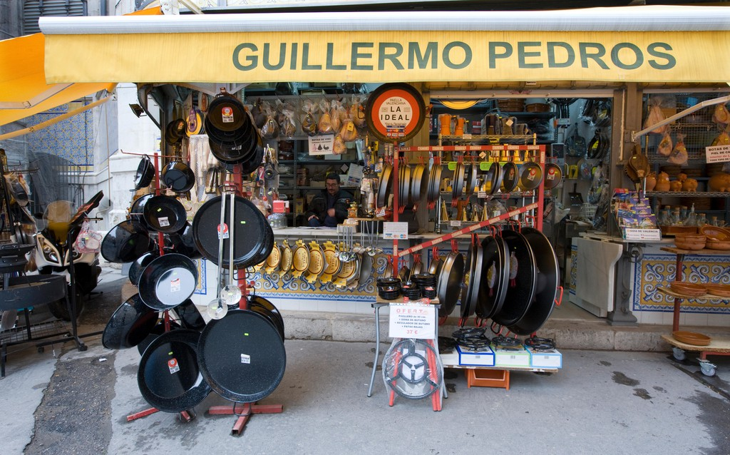 Paella pan shop in Valencia