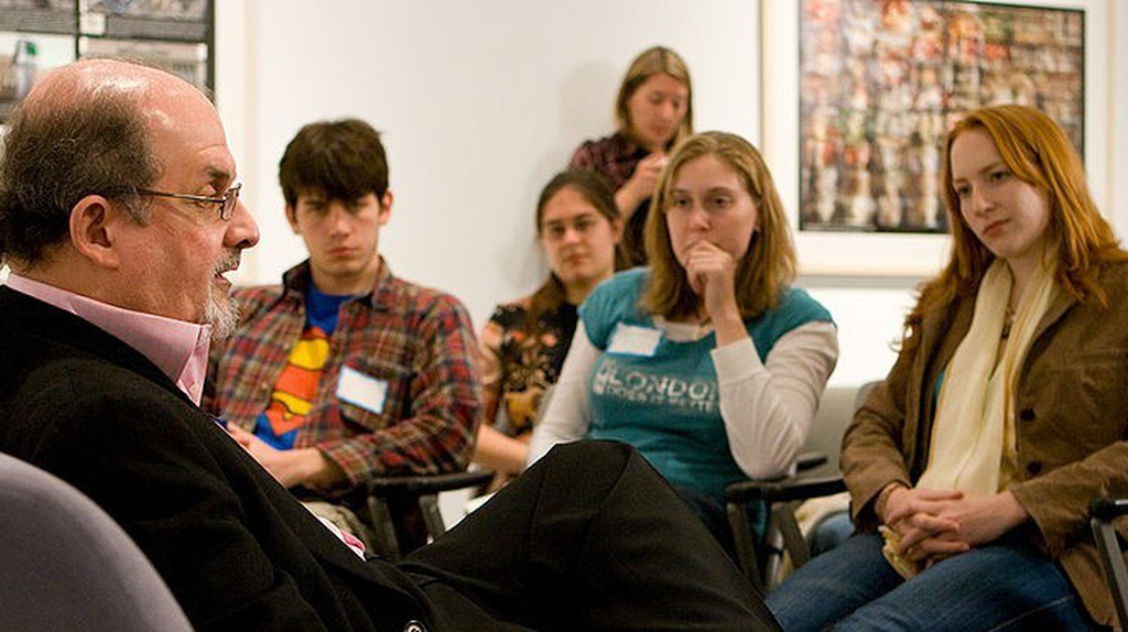 Salman Rushdie in discussion with Emory University students | ©Wikimedia Commons