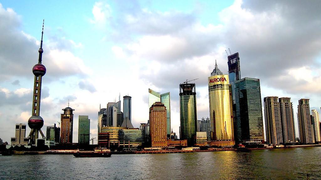 Shanghai's amazing skyline © Travis Wise / Flickr