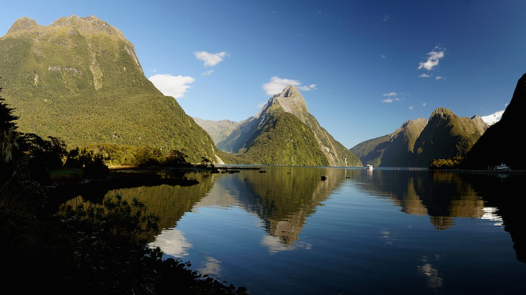 With its abundance of natural beauty, New Zealand is the ideal location for photographers to capture the perfect image © Bernard Spragg. NZ / Flickr