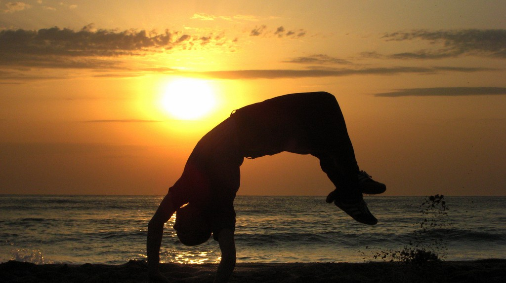 Capoeira in sunset © Silvia Nikolova / Flickr