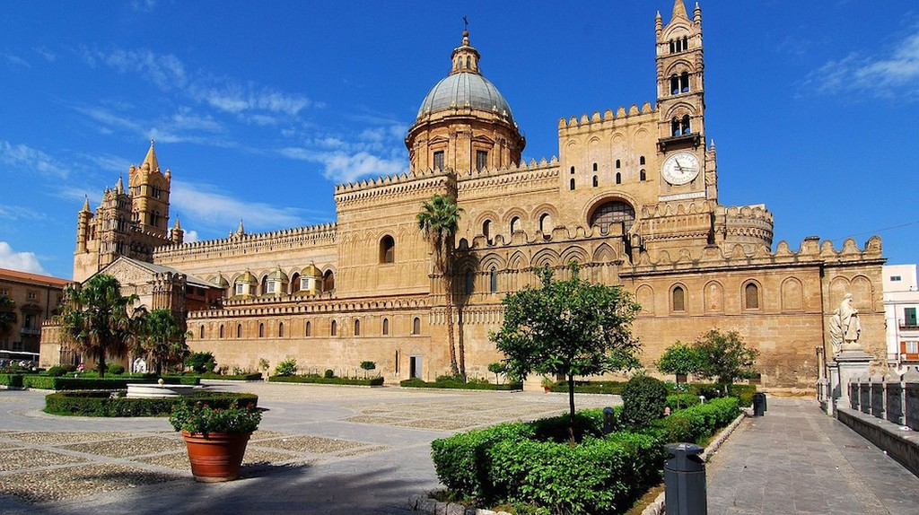 Sicily is known for its multilayered history, marvellous architecture and rich culinary traditions / Pixabay