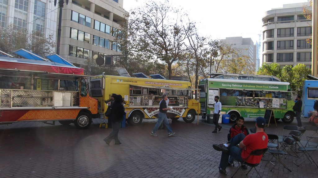 Food Trucks, United Nations Plaza ©Ken Lund