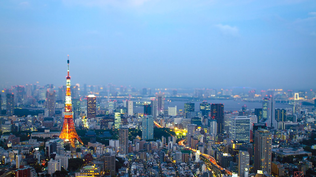 Tokyo evening skyline | © marc emer/Flickr
