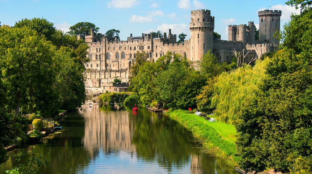 Warwick Castle- built in 11th century now a major touristic attraction | © M.V. Photography/Shutterstock