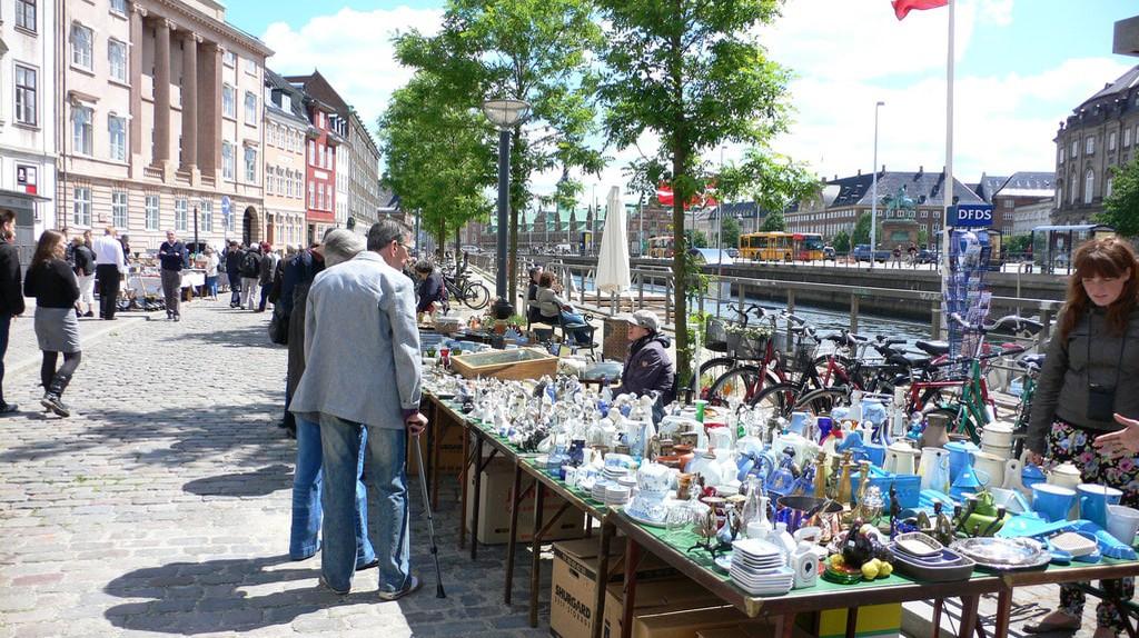 Flea market on Ved Straden | © Heather Cowper / Flickr