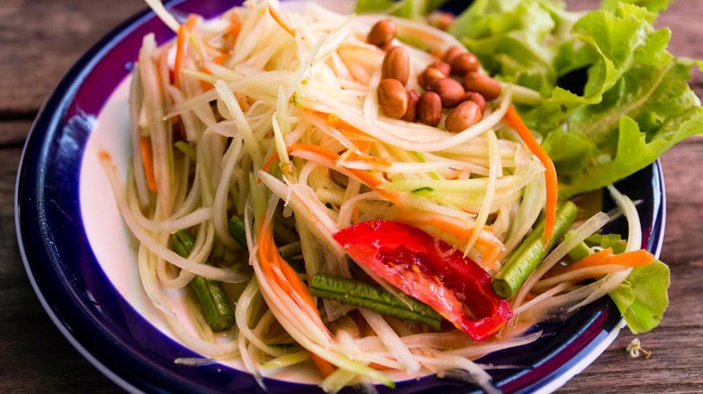 Som tam, a traditional Thai spicy salad | © Daisuke tashiro / Flickr