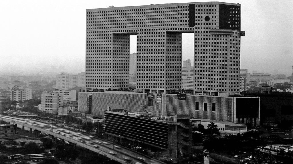 Bangkok's iconic Elephant Tower in black and white | © Ong-ard architects / Wikimedia Commons