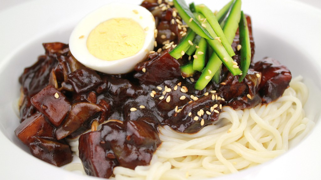 Incheon's famous jjajangmyeon | © KFoodaddict/Wikimedia Commons