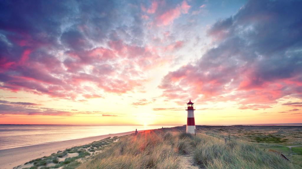 Sylt Lighthouse, Germany   © Jenny Sturm/Shutterstock