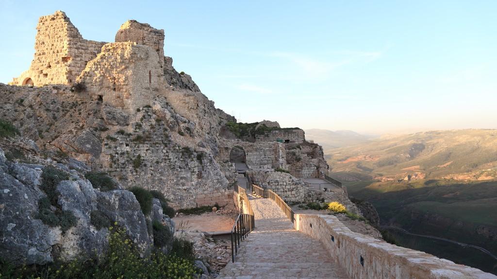 Beaufort Crusader Castle at Sunset (Lebanon) ©diak / Shutterstock