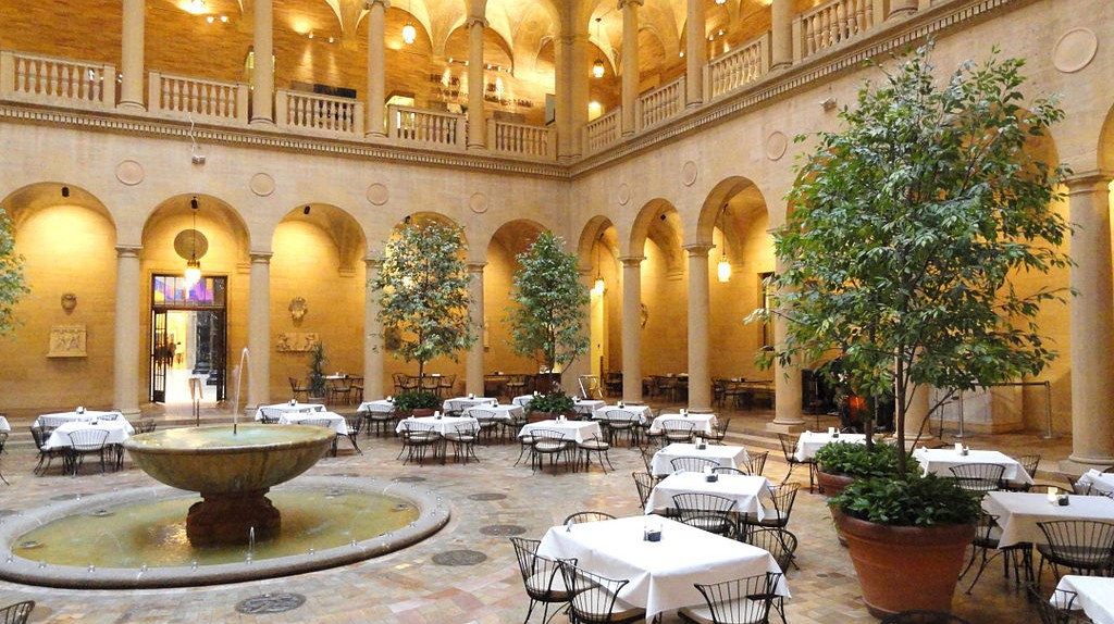 The Courtyard at the Nelson-Atkins Museum of Art © Daderot/WikiCommons