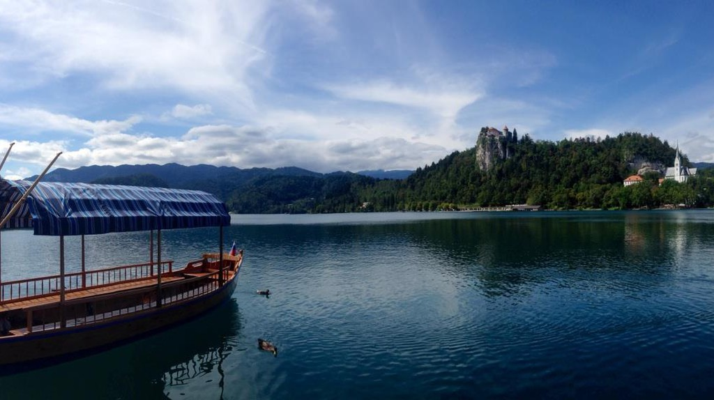 Pletna Slovenian traditional boat on Lake Bled | © Milan Cater