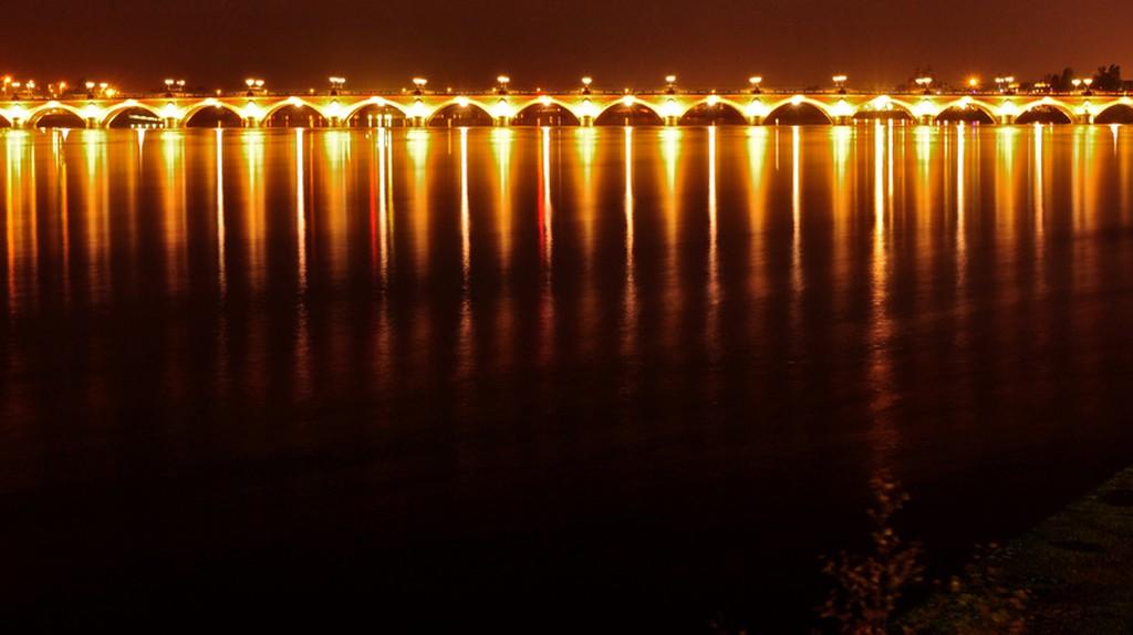 Bridge over the Garonne River, separating Bordeaux & La Bastide | ©  Geoff Livingston/Flickr