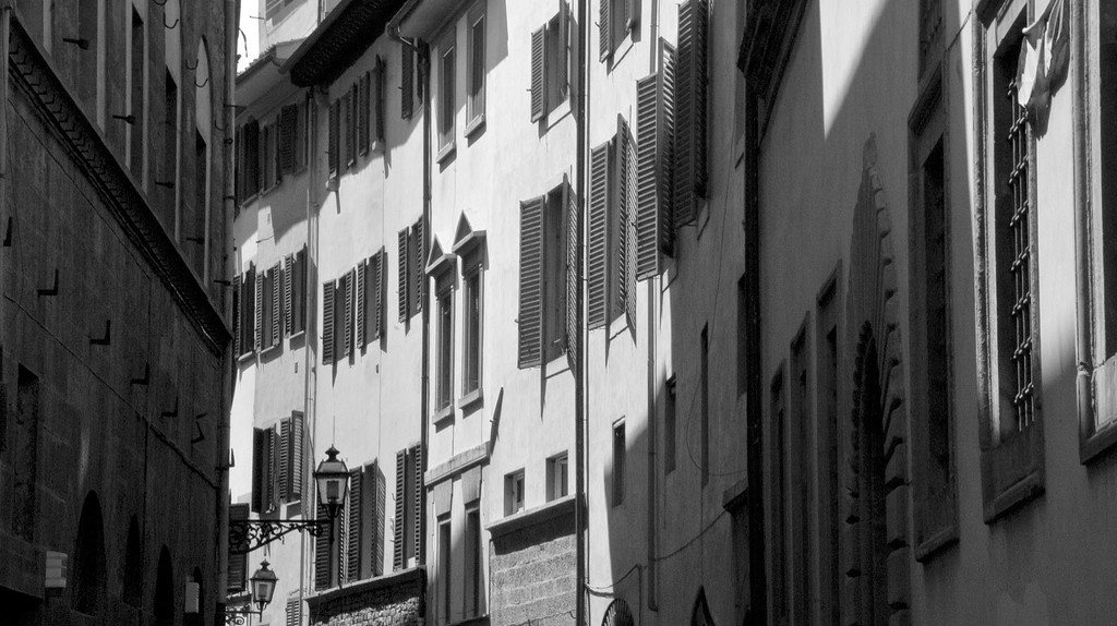 The narrow, windy streets of the Oltrarno   © Tavallai/Flickr
