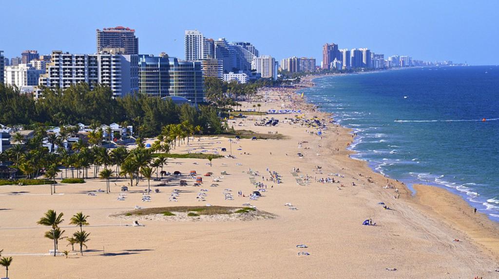 Beach at Fort Lauderdale I  © Daniel Dudek-Corrigan/Flickr