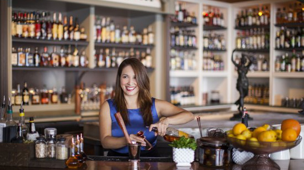 Julep Owner Alba Huerta Behind the Bar / Courtesy of Julep