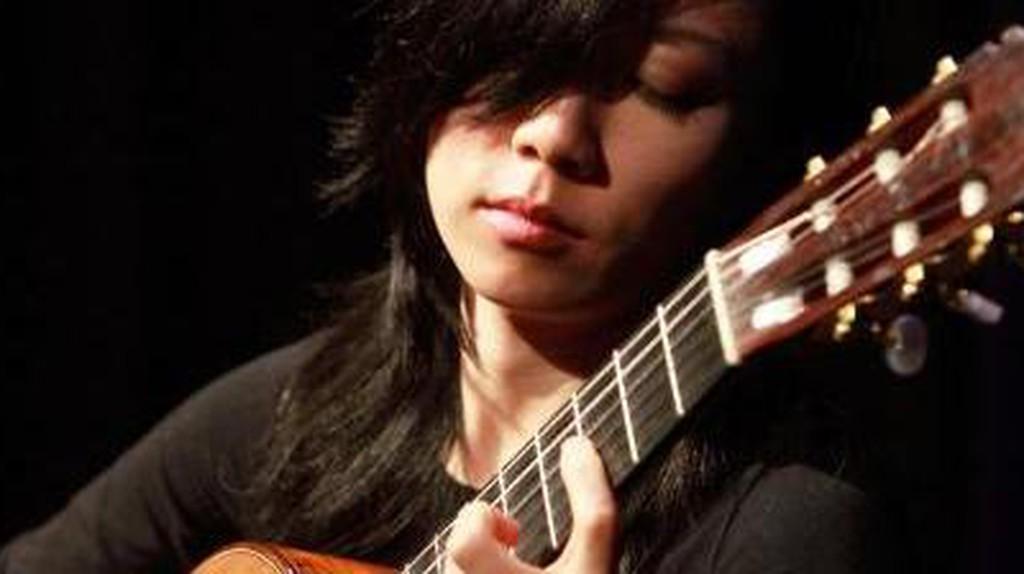 Musical Pioneer: China's Classical Guitarist Xuefei Yang