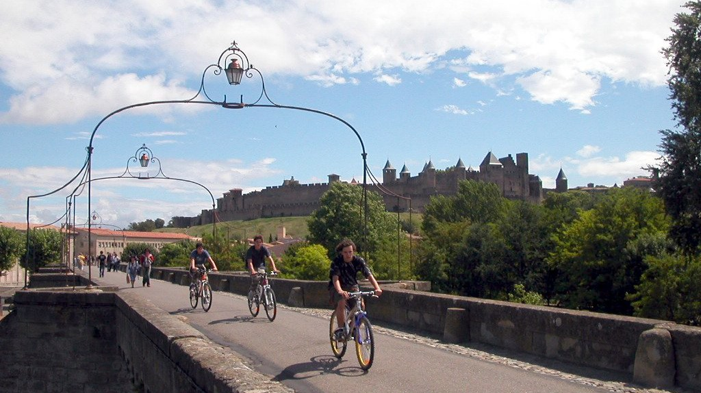 Bike tour across the Pont Vieux | © Karoly Lorentey/Flickr