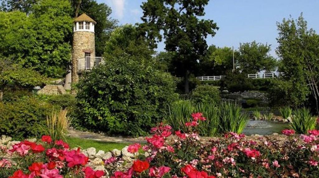 Rock Garden Lighthouse, Kearney, NE | © C.S. Imming/WikimediaCommons