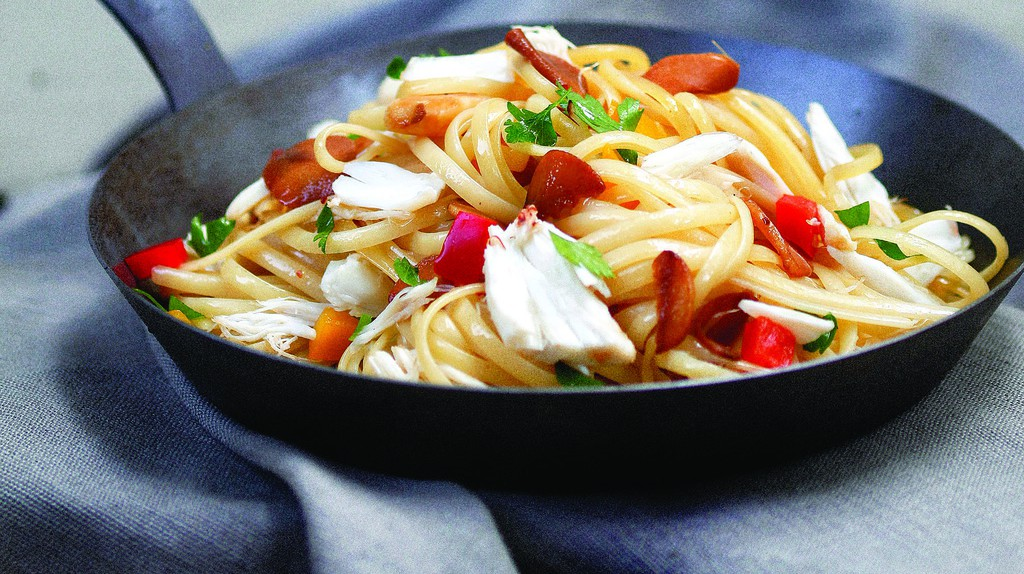 Crab linguine features on the menu |© Hongreddotbrewhouse / WikiCommons