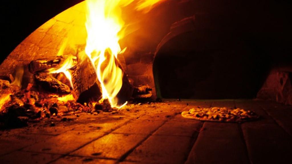 A Wood Burning Brick Oven   © Lotus Head/WikiCommons