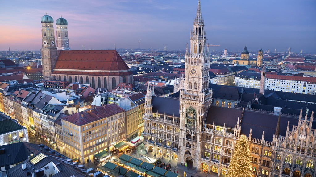 Munich decorated for Christmas | © Rudy Balasko/Shutterstock