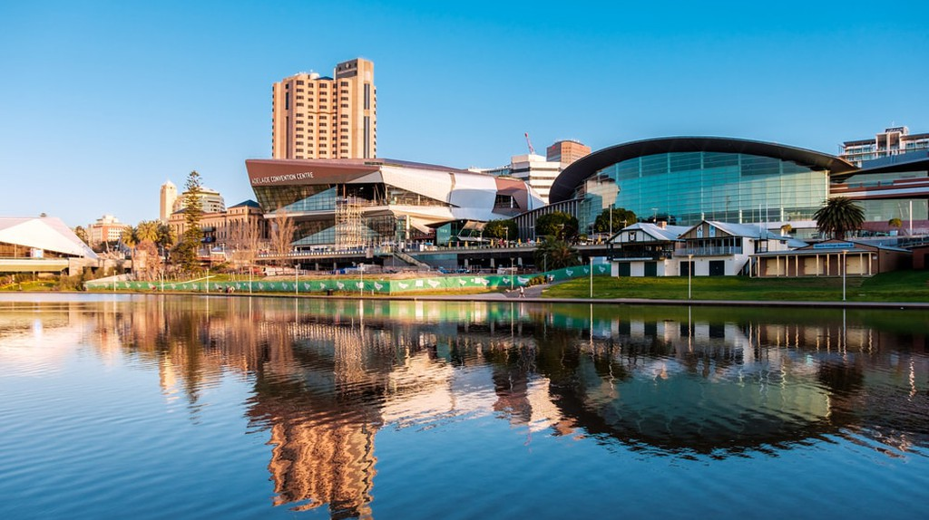 Adelaide city centre viewed from the north side of Torrens river | © amophoto_au/Shutterstock