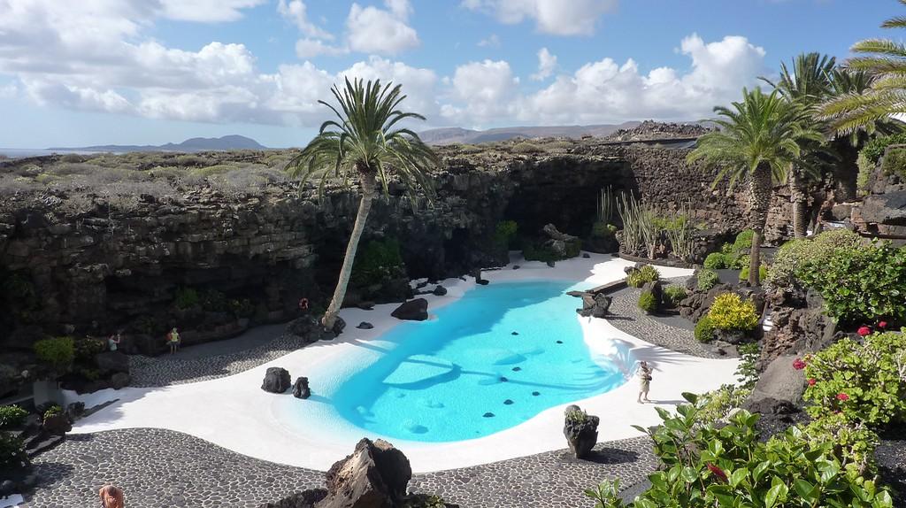 La piscina de los Jameos del Agua   © Alquiler de Coches  / Flickr