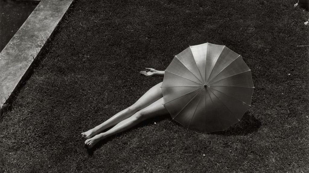 Martin Munkácsi, Nude with Parasol, Harper's Bazaar, 1935 | © Martin Munkácsi Estate, Courtesy of Howard Greenberg Gallery NYC