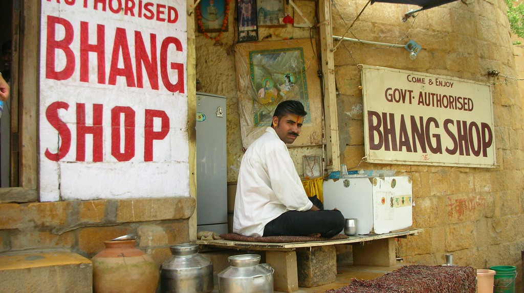A government Bhaang shop in Jaisalmer |© Tom Maisey/Flickr