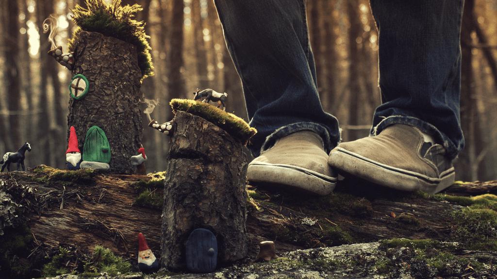 Bench Monday - The Gnome Village | © Joel Robison