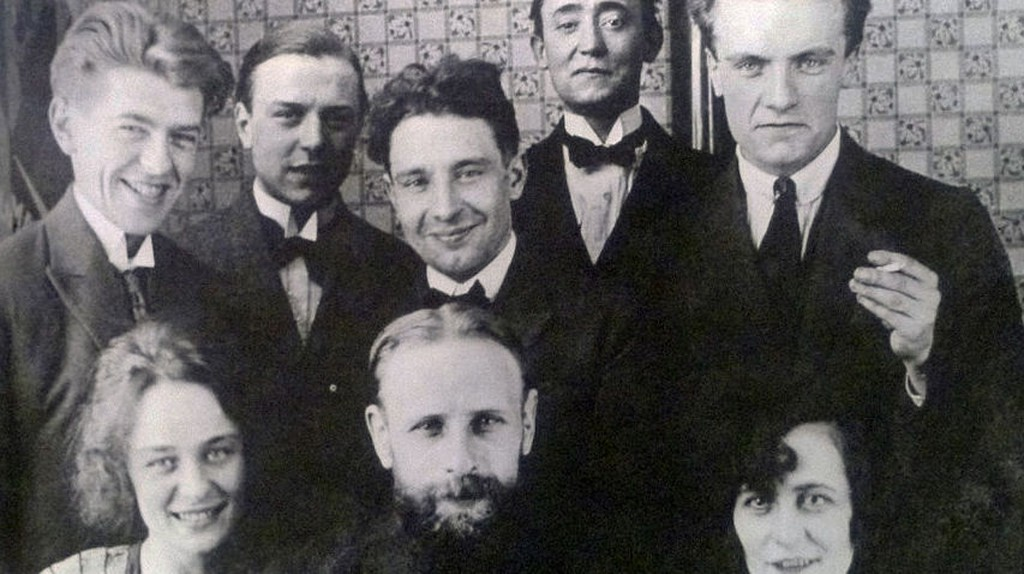 A group of Belgian artists with surrealists René Margritte and E.L.T. Mesens at the top left | © JoJan/WikiCommons