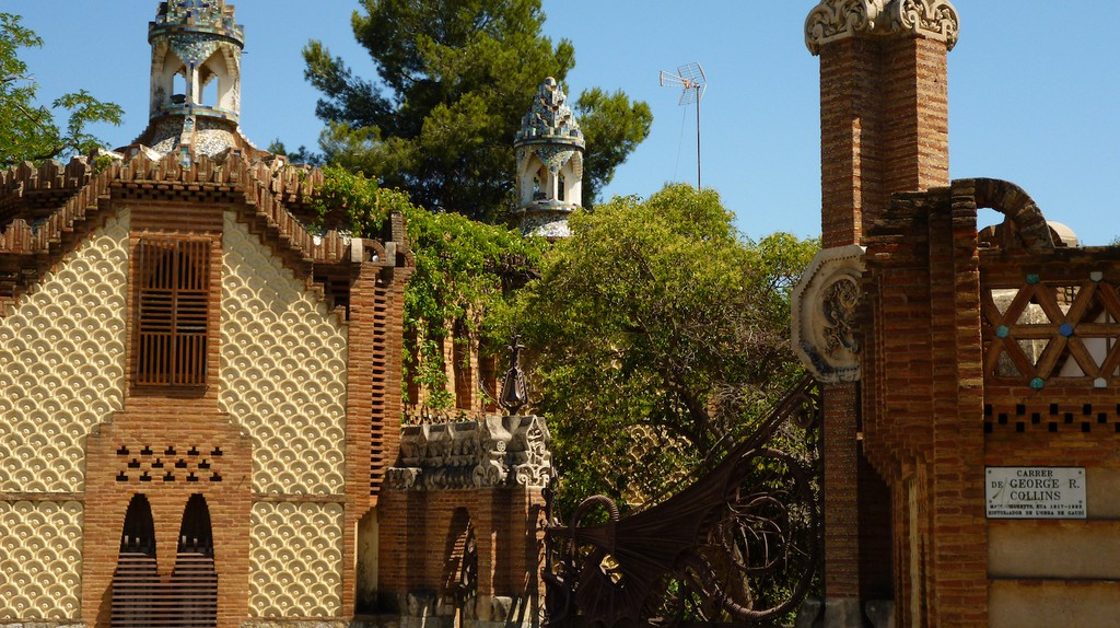 The History Of The Güell Pavilions In 1 Minute