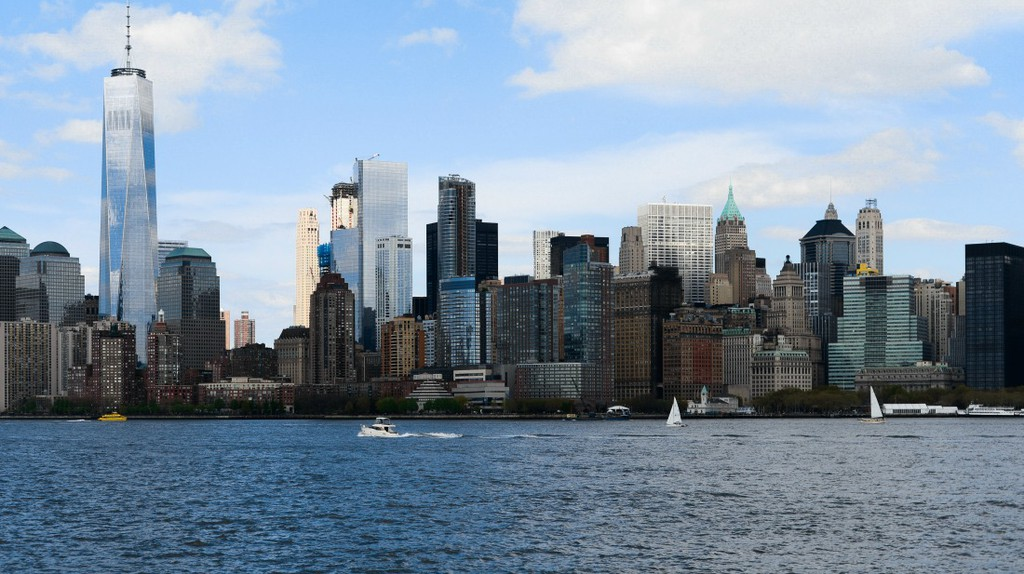A view of Lower Manhattan from the Hudson River   © Smart Scott Photography