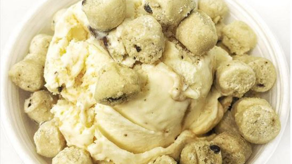 Salty Caramel with Cookie Dough Ice Cream / © @Chicago_Eats