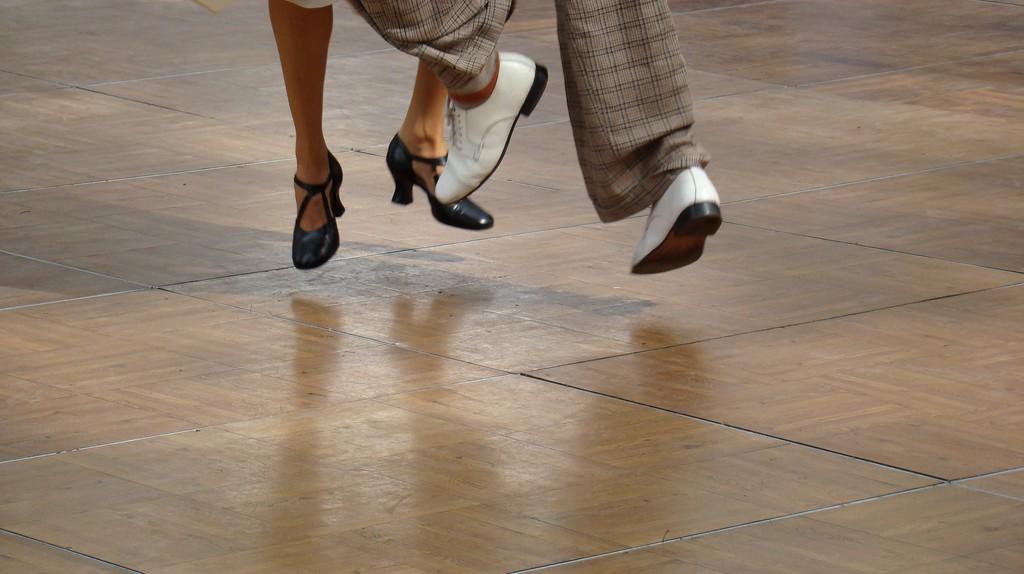 dancing on air  © istolethetv/flickr