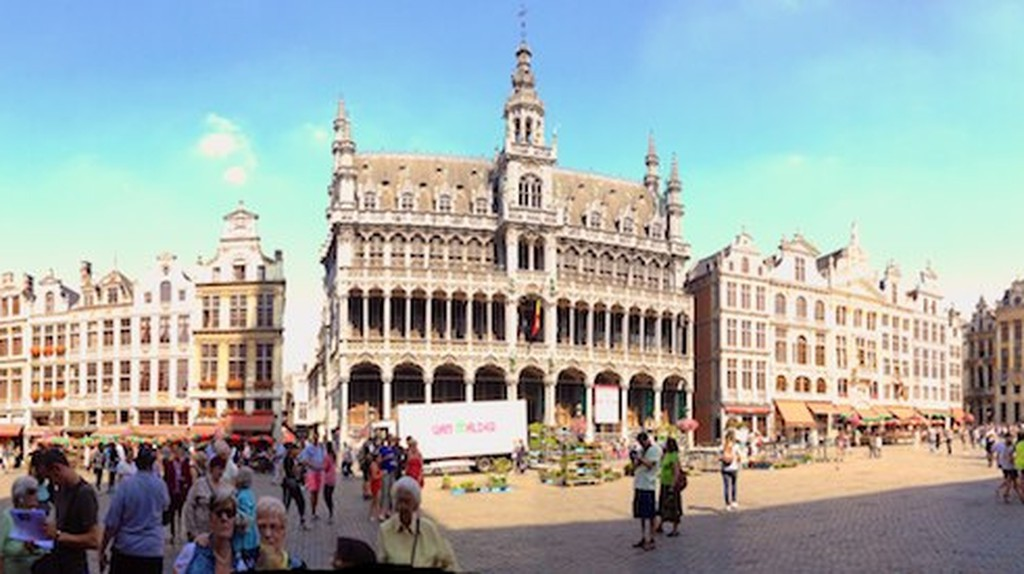A panorama of the Grand Place | © Joenevill/Flickr
