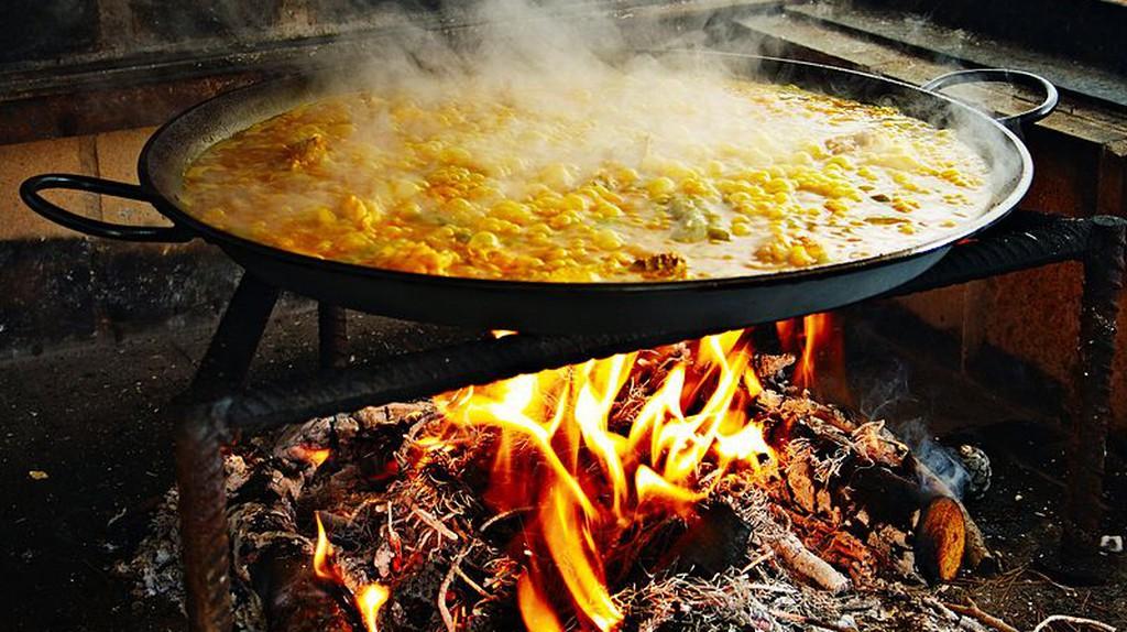 Making paella   © Jan Harenburg / WikiCommons
