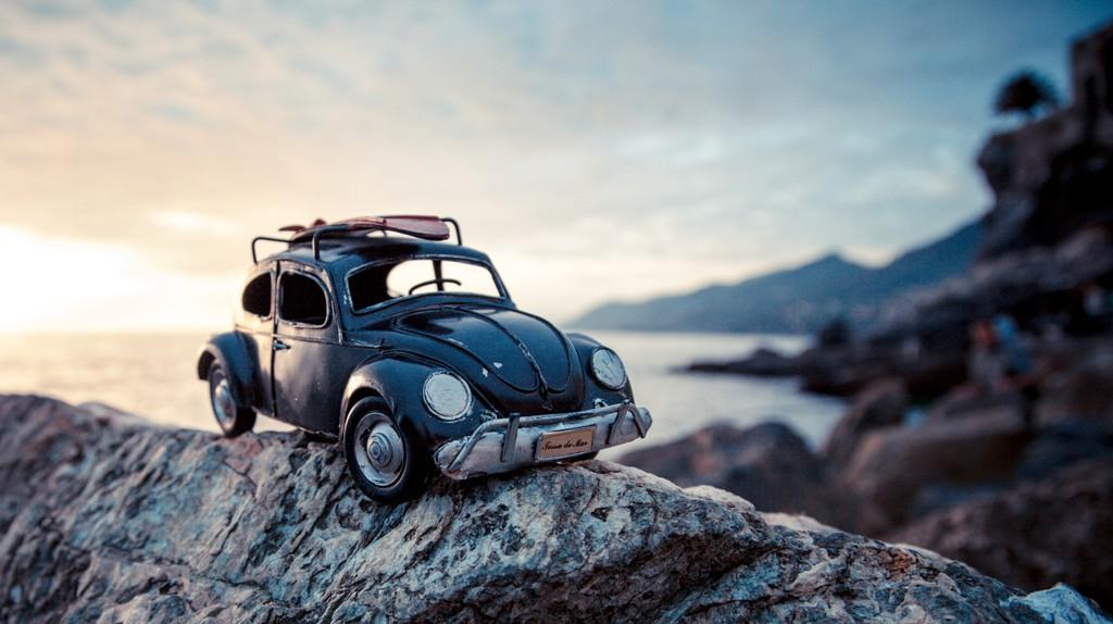 Black vw beetle, Riding the shore, Camogli Italy | © Kim Leuenberger