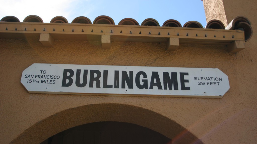 The CalTran Train Station in Burlingame, California | © Roland Tanglao/Flickr
