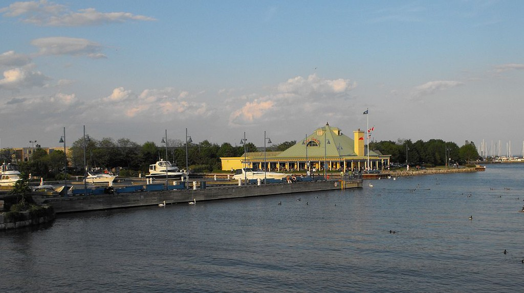 Port Credit Harbour | © WikiCommons