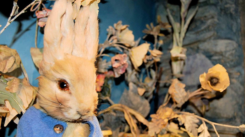 Peter Rabbit at the Beatrix Potter museum in Bowness  © Neil Piddock/Flickr