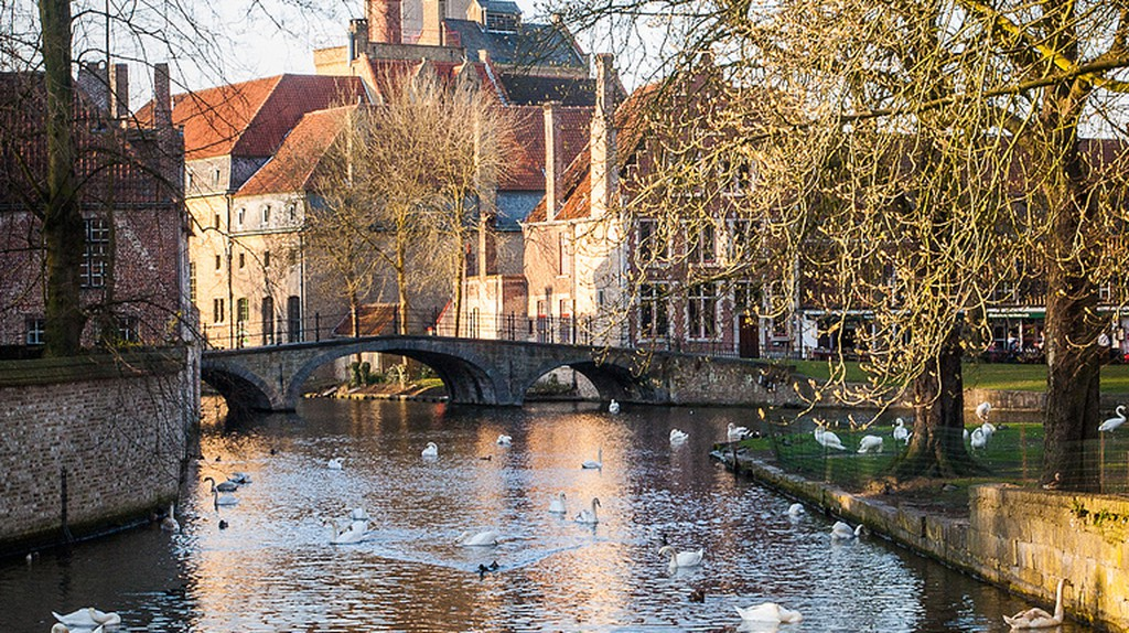 The lovely Minnewater and its bridge of ultimate romance    © Kunal Mukherjee/Flickr