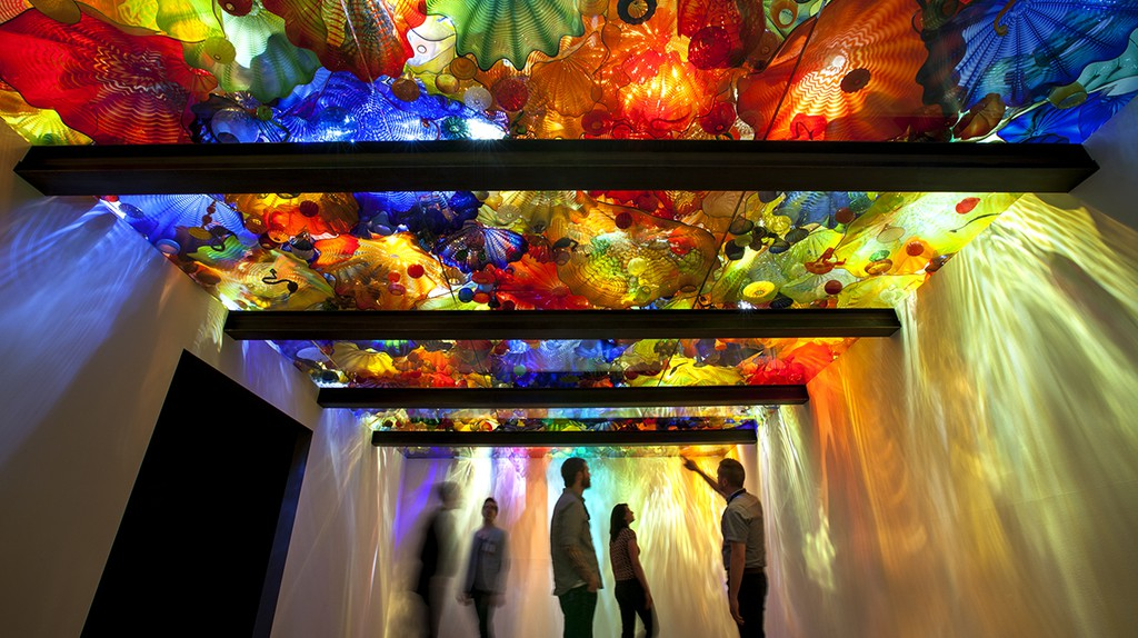 Dale Chihuly, Persian Ceiling, 1999 15 x 28' de Young Museum, San Francisco, installed 2008. | © 1999 CHIHULY STUDIO. ALL RIGHTS RESERVED, Courtesy of The ROM