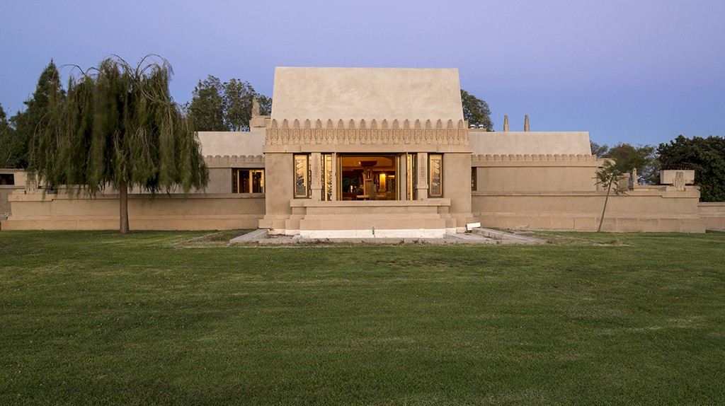 Frank Lloyd Wright's Hollyhock House ©jwpictures.com