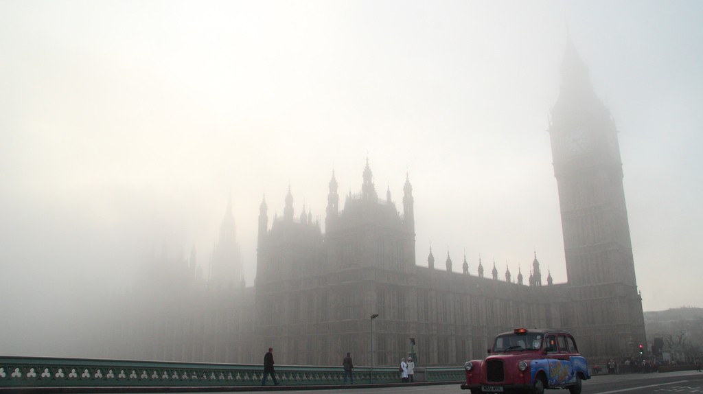 Fog obscures the Houses of Parliament | ©Tuan Hoang Nguyen/Flickr